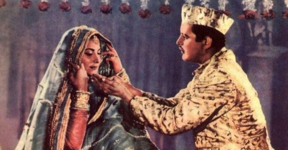 Guru Dutt and Waheeda Rehman in Chaudhvin Ka Chand – 1960 (1)